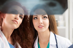 Two medical doctors looking at x-ray image Royalty Free Stock Photos