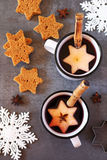 Two mug of hot red mulled wine spices, apple and gingerbread Stock Photography