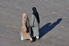 Two muslim women walking Royalty Free Stock Photography
