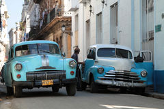 Two old american cars in a street of Havana Royalty Free Stock Photos
