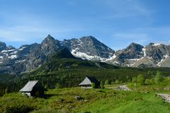 Two old wooden small huts and peaks in Gasienicowa valley Stock Photography