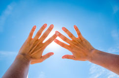 Sun is shining through fingers Royalty Free Stock Images