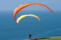 Two paragliders at Torrey Pines Gliderport in La Jolla Stock Photos