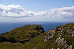 Two people hiking. Over cliffs in ireland Royalty Free Stock Photos