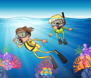Two people scuba diving under the ocean Royalty Free Stock Images