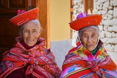 Two Peruvian women