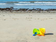 Two plastic sand pails with shovels on a sandy beach Royalty Free Stock Photos