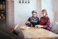 Two caucasian muslim woman drinking tea in cafe Royalty Free Stock Photography
