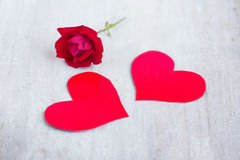 Two red hearts and scarlet rose on the white wood board Royalty Free Stock Photos