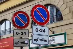 Road signs with no parking with removal of the vehicle. vector illustration