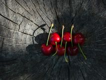 Two rows of sweet cherries on a wooden surface Royalty Free Stock Photography