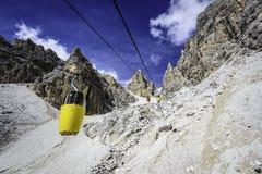 Two-seaterDrahtseilbahn zu Forcella Staunies Lizenzfreies Stockbild