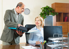 Two senior colleagues in office Royalty Free Stock Photos