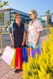 Two senior friends enjoying a days shopping Royalty Free Stock Photos