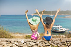 Two sexy women enjoying their holidays Royalty Free Stock Photos