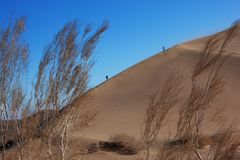Two silhouette on dune Royalty Free Stock Photo