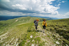 Two sister hiking into the mountains Royalty Free Stock Photos