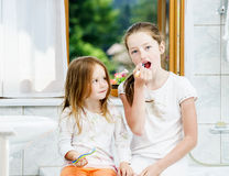 Two sisters cleaning the teeth together Stock Photography