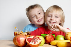 Two small friends with fruit Royalty Free Stock Photos