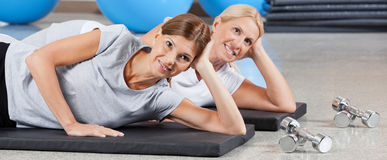 Two smiling women in fitness center Royalty Free Stock Photos