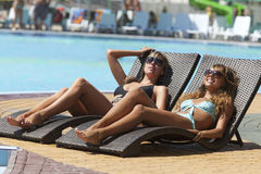 Two smiling women relaxing on deckchair Royalty Free Stock Photography