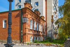 Two-storey bouwjaar 1911 van het baksteenhuis novosibirsk Stock Fotografie