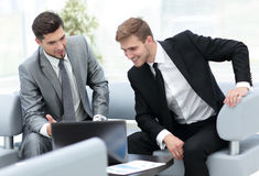 Two successful business men discussing documents in a modern off Royalty Free Stock Photos