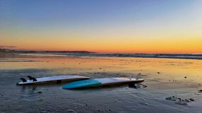 Awesome surfboard sunset Royalty Free Stock Images
