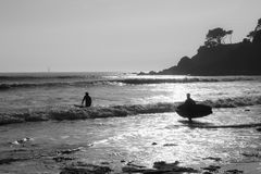 Two surfers in the beach Stock Photography