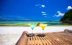 Two tasty alcoholic cocktails on tropical white Royalty Free Stock Photos