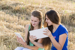 Two teen girls with your Tablet-PC in nature Stock Images