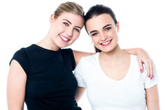 Two teenage friends smiling in front of camera Royalty Free Stock Photography