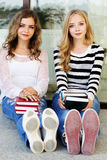 Two teenager girls with books Royalty Free Stock Images