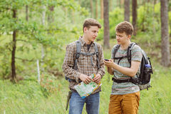 Two tourist determine the route map and navigator Royalty Free Stock Photos