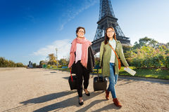 Two tourists walking around Paris with luggage Royalty Free Stock Photos