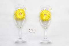 Two wedding glass and rings Royalty Free Stock Photography