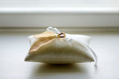 Two wedding rings on a pillow Royalty Free Stock Photos
