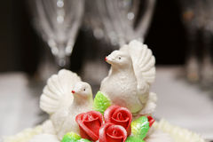 Two white doves on wedding cake bride and groom Royalty Free Stock Photos