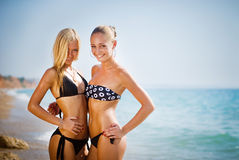Two women on the beach smiling Royalty Free Stock Photography