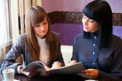 Two women in cafe Royalty Free Stock Photos