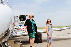 Two women disembarking from plane Royalty Free Stock Images