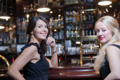 Two women drinking at an upmarket hotel Stock Photos