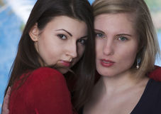 Two women embracing Royalty Free Stock Images