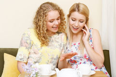Two women examining wedding ring Royalty Free Stock Images