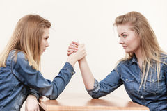 Two women having arm wrestling fight Royalty Free Stock Photos