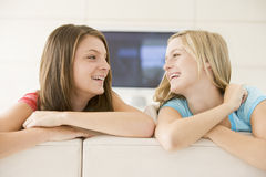 Two women in living room smiling Royalty Free Stock Photography