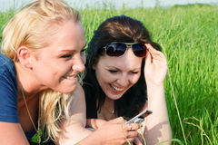 Two women reading sms Royalty Free Stock Photography