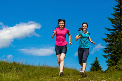 Two women running Royalty Free Stock Photos