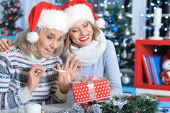 Two women in santa hats Royalty Free Stock Photography