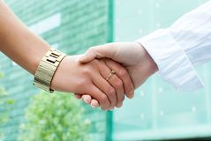 Two women shaking hands Royalty Free Stock Photo